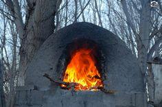 En la puerta del horno se quema el pan -Iglesia. —