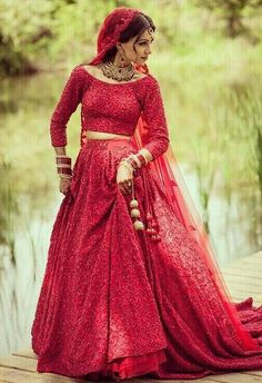 30 Ideas for indian bridal lehenga red beautiful india Indian Bridal Outfits, Indian Bridal Lehenga, Pakistani Bridal Dresses, Indian Dresses, Indian Wedding Sari, Indian Bridal Wear, Wedding Lehnga, Red Wedding Dresses, Desi Wedding