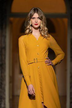 #yellowdress #altaroma #orovicafashion #shirtdress #raglan #womanswear Runway Fashion, Fashion Show, Womens Fashion, Shirtdress, Yellow Dress, Mustard Yellow, Timeless Fashion, Shirts, Dresses