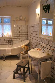 The small farm: The master bathroom