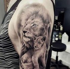 Gaz Beadle tattoo lion/cub tattoo dedicated to newborn son - - Gaz Beadle tattoo lion/cub tattoo dedicated to newborn son Tattoo-Designs Gaz Beadle Tattoo Löwe / Jungtattoo für Neugeborene Father Son Tattoo, Father Tattoos, Tattoo For Son, Dad Tattoos, Best Friend Tattoos, Badass Tattoos, Tattoo Girls, Cubs Tattoo, Tattoo L