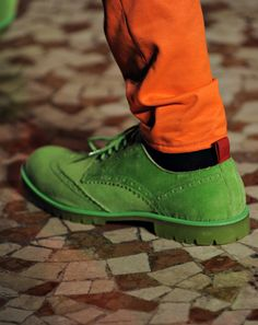 It's Gotta Be the Shoes: The 100 Best Pairs from Fashion Week Photos Fashion Week, Fashion Pants, Mens Fashion, Paris Fashion, Saddle Shoes, Men's Shoes, Gq, Moschino, Mens Designer Shoes