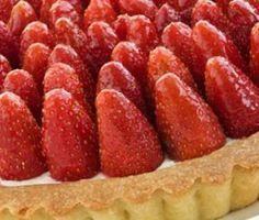 Τάρτα με κρέμα πατισερί και φράουλες