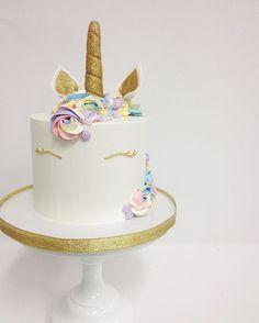 r a i n b o w  u n i c o r n  original design by @francesmencias #instacake #cakesofinstagram #cakestagram #unicorn #unicorncake #rainbowunicorn