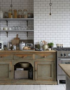 Rustic kitchen cabinets - The New Old Kitchen Modern Spaces with Vintage Pieces – Rustic kitchen cabinets Kitchen Inspirations, Kitchen Remodel, New Kitchen, Victorian Kitchen, Kitchen Dining Room, Rustic Kitchen Cabinets, Home Kitchens, Rustic Kitchen, Kitchen Cabinets Makeover