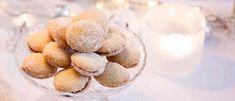 Lusikkaleivät ovat kahvipöydän klassikkoja. Nämä perinteiset pikkuleivät täytetään vadelmahillolla ja pyöräytetään lopuksi erikoishienossa sokerissa. Baking, Sweet, Confirmation, Kite, Cookies, Candy, Bakken, Backen, Sweets