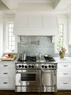 love the double oven, range hood, custom | http://your-kitchen-stuffs-collections.blogspot.com