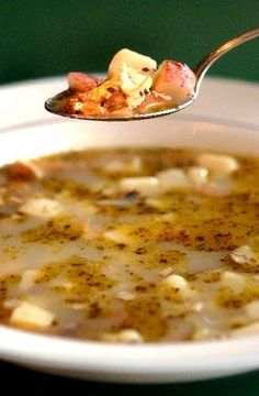Rhode Island loves its clear chowder. Here's a recipe shared in 2002 by Roger's Family Restaurant in Somerset. Seafood Soup Recipes, Clam Chowder Recipes, Clam Recipes, Chowder Soup, Seafood Stew, Seafood Dinner, Clear Clam Chowder Recipe, Rhode Island Clam Chowder Recipe, Fish Chowder