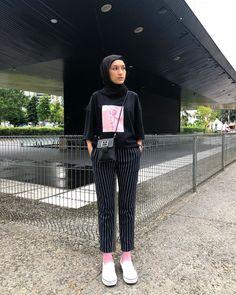 Casual Hijab Outfit, Ootd Hijab, Hijab Chic, Hijab Fashion, Fashion Outfits, Fasion, Black Tshirt Outfit, Black Hijab, Modern Hijab