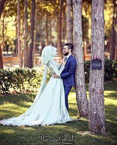 Couple Wedding Couple Poses Photography, Wedding Poses, Wedding Couples, Wedding Hijab Styles, Hijab Wedding Dresses, Modest Wedding, Bridal Hijab, Cute Muslim Couples, Wedding Couple Photos