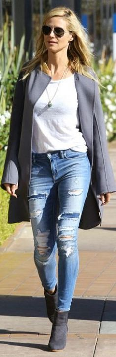 Who made  Heidi Klum's blue ripped jeans, aviator sunglasses, gray suede boots, and chain handbag?