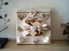 Cadre 3D décoré d'un  coeur en bois réhaussé de multi rubans de 3 moulages coeurs en platre et 3 coeurs en liege création déco à coeur