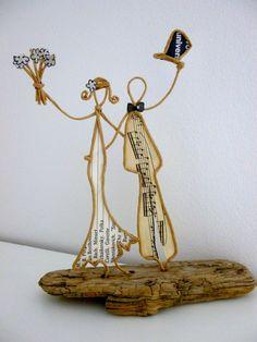 Afbeeldingsresultaat voor ficelle et papier Sculptures Sur Fil, Paper People, Scrap Metal Art, Book Sculpture, Wire Weaving, Wire Crafts, Wire Art, Art Techniques, Paper Dolls