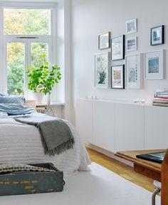 bedroom-inspiration-11-steamer-trunk-and-windows-alvheim © Alvhem Makleri