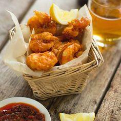 prawn pakora Pakora Recipes, Prawn Recipes, Entree Recipes, Curry Recipes, Seafood Recipes, Cooking Recipes, Healthy Indian Recipes, Asian Recipes, Easy Dinner Party Recipes