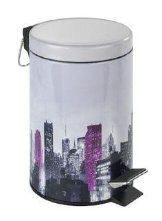Der schöne Badeimer MIDTOWN mit Wolkenkratzer-Skyline ist ein Blickfang für jedes Bad und Gäste-WC. Der Kosmetikeimer ist aus Metall und hat ein Fassungsvermögen von 3 Liter. Gesehen für € 19,99 bei kloundco.de.