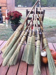 Yep, were going to tie one on at this years Western Pleasure Basket Retreat.If you've been wanting to learn the age old craft of hand tying brooms it's just one more cool project that we offer at retreat. Held at a working guest ran...
