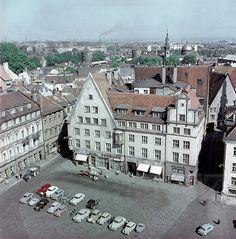Таллин 1960 г. Ратушная площадь с автомобилями: