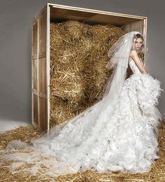Interview spécial mariage de Zuhair Murad http://www.vogue.fr/mariage/inspirations/diaporama/les-inspirations-mariage-de-zuhair-murad/21906/image/1137678#!5
