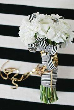 "Dit is nou weer eens een bruidsboeket ""anders dan anders"" In gestreept lint ingepakt boeketje van witte bloemen. (Foto by Jen Meneghin // flowers by A Day in Provence) Gold Wedding, Dream Wedding, Wedding Day, Stripe Wedding, Wedding Dreams, Wedding Bells, Wedding Themes, Wedding Decorations, Wedding Bouquets"