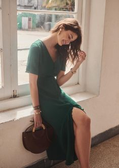 Beautiful midi/calf-length green dress from Sezane (style Sollie). Size UK It is actually a Sezane size which is equivalent to a UK size Diy Fashion, Spring Fashion, Fashion Dresses, Vintage Fashion, Womens Fashion, Style Parisienne, Long Sleeve Short Dress, Outfits Mujer, Event Dresses