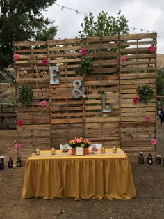 Main table pallet wall back drop #wedding #diy