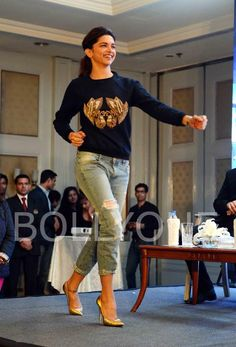 Jav I deepika-padukone-shakes-a-leg-at-the-promotions-of-happy-new-year. Indian Celebrities, Bollywood Celebrities, Bollywood Fashion, Bollywood Actress, Bollywood Outfits, Deepika Padukone In Jeans, Western Outfits, Western Wear, Deeps