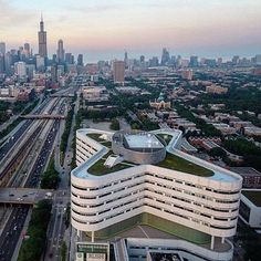 Rush University Medical Center's lobby features a giant reverse atrium that allows rain and snow into a glassed-in section of the building… Chicago Movie, Chicago Tours, Chicago Map, Chicago Hotels, Chicago River, Chicago Restaurants, Rooftop Garden, Boat Tours, Medical Center