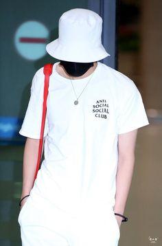Hope Fashion, Fashion Outfits, Fashion Men, Jung Hoseok, Rapper, Airport Style, Bts Airport, Airport Fashion, Anti Social Social Club
