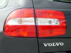 2003-volvo-v40-1.9-t-wagon-taillight.png (640×480)
