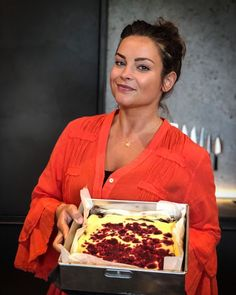 "Miljuschka shares 2 recipes for delicious cakes after an ""exploded"" mailbox- Miljuschka deelt 2 recepten voor overheerlijke taarten na 'ontplofte' mailbox The brownie-raspberry-cheesecake and the apple pie … - Baking Recipes, Cake Recipes, Dessert Recipes, Pie Cake, No Bake Cake, Sweet Desserts, Sweet Recipes, Baking Bad, Gluten Free Donuts"
