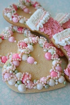 cute flower heart cookies - via Pink Christmas Cookies Fancy Cookies, Heart Cookies, Iced Cookies, Biscuit Cookies, Cute Cookies, Cupcake Cookies, Sugar Cookies, Vintage Cookies, Cookie Dough