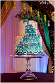 peacock. beautiful cake