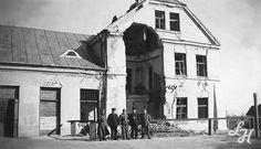 Łapiguz. Zniszczony budynek dworca kolejowego. 1940 r. Widok od strony peronu.