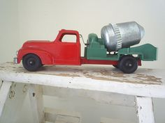 vintage cast iron toy truck - chews up discarded Christmas trees! Antique Metal, Antique Toys, Vintage Metal, Vintage Toys, Vintage Antiques, Metal Toys, Tin Toys, Christmas Truck, Red Christmas