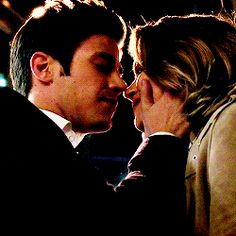 barry allen might be eager when kissing patty spivot Supergirl 2015, Supergirl And Flash, Sebastian Glee, Dc Animated Series, Kiss Tumblr, Barry And Caitlin, Image Couple, Superhero Shows, The Flash Grant Gustin