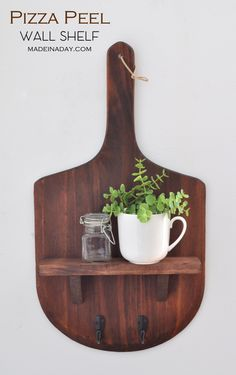 Make this super cute pizza paddle wall shelf! Great for a rustic dining room. Make this super cute pizza paddle wall shelf! Great for a rustic dining room. Pizzeria Design, Deco Pizzeria, Pizza Menu Design, Rustic Pizza, Wood Pizza, Italian Restaurant Decor, Pizza Restaurant, Rustic Kitchen Decor, Modern Farmhouse Decor