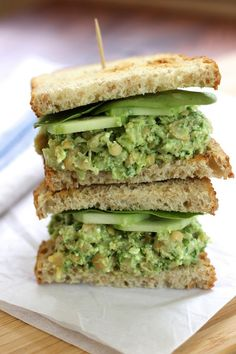 Smashed Chickpea Avocado Sandwich - Green Valley Kitchen uses avocado, scallions and parsley! Chickpea Recipes, Vegetarian Recipes, Cooking Recipes, Healthy Recipes, Vegetarian Sandwiches, Healthy Sandwiches, Going Vegetarian, Vegetarian Breakfast, Vegetarian Dinners