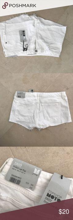 Daisy TOPSHOP white shorts White size 14 jean shorts Daisy TOPSHOP never worn Topshop Shorts Jean Shorts