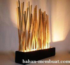 Hiasan dinding dengan batang bambu