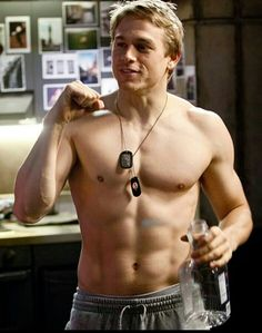 Charlie Hunnam - Pacific Rim | how did I not know about this movie?!