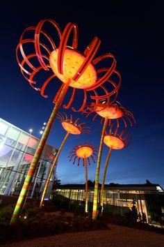 dan corson's solar powered flower installation: sonic bloom