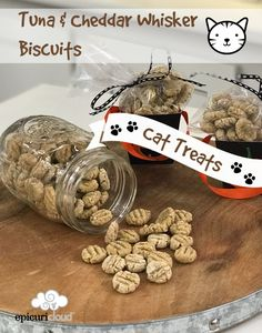 Homemade Christmas dog treats : Tuna and Cheddar Whisker Biscuits Homemade Cat Treats Kitten Treats, Pet Treats, Dog Treat Recipes, Dog Food Recipes, Tuna Cat Treat Recipe, Homemade Cat Food, Dry Cat Food, Pet Food, Cat Enclosure