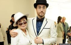 Yoko Ono and son Sean Lennon, 2012. (Dave M. Benett/Getty Images) www.netkaup.is
