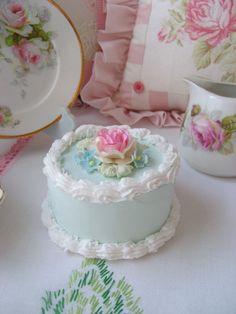 Sweet Faux Pink Roses Round Aqua Cake Box by sweetnshabbyroses