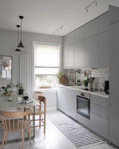 Grey Ikea Kitchen, Gray And White Kitchen, Grey Kitchens, Home Kitchens, Grey Flooring, Floors, Stylish Home Decor, Minimalist Kitchen, Decoration