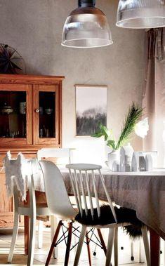 Kombination Aus Hay J77, Eames Chair Und Weiteren Stühlen Im Skandinavischen