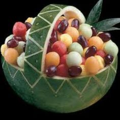 Now this design I can handle although I'd never have the patience to scoop all those melon balls. If you come to my house you get melon chunks:) #watermelon #fruit