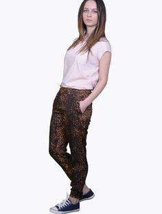 Pantaloni de vara Stradivarius Animal Print Pantaloni Pantaloni Stradivarius, marime S, material poliester 100% Parachute Pants, Harem Pants, Fashion, Moda, Harem Trousers, Fashion Styles, Harlem Pants, Fashion Illustrations