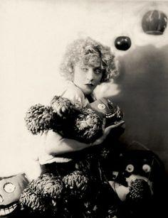 Ziegfeld Girl: Mae Murray ~ (1889 – 1965). Performed in the Ziegfeld Follies of 1908 and 1915.